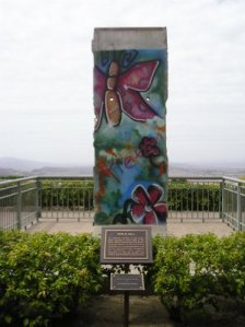 Berlin_Wall_at_the_Reagan_Library