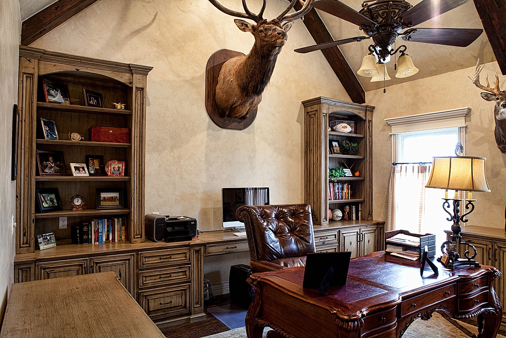 Writing Space: Hunting Lodge Office | No Wasted Ink